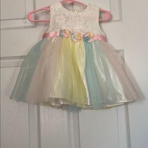 6-9 months Beautiful multi color dress 👗